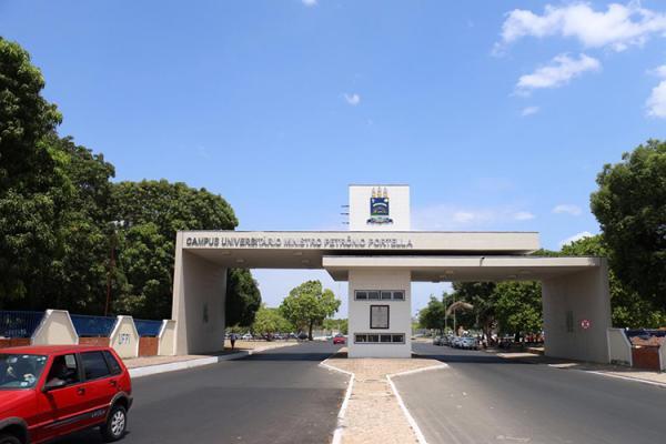 UFPI abre 13 vagas para professor; salário vai até R$ 7,3 mil