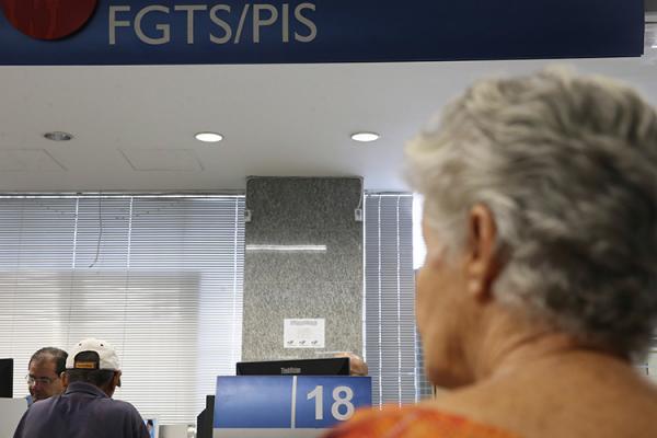 Caixa e BB começam a pagar abono do PIS/Pasep para nascidos até fevereiro