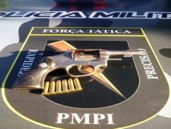 Revólver 38 com seis balas é encontrado em canteiro da avenida Transamazônica em Oeiras