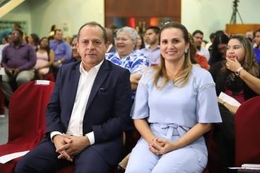 Juiz cassa mandato da prefeita e declara deputado Hélio Isaías inelegível