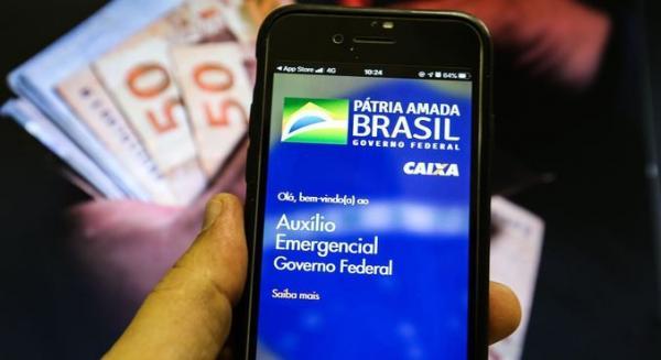Devolução do auxílio emergencial supera R$ 1 bilhão no IR 2021