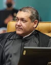 Ministro Nunes Marques suspende julgamento sobre controle de armas