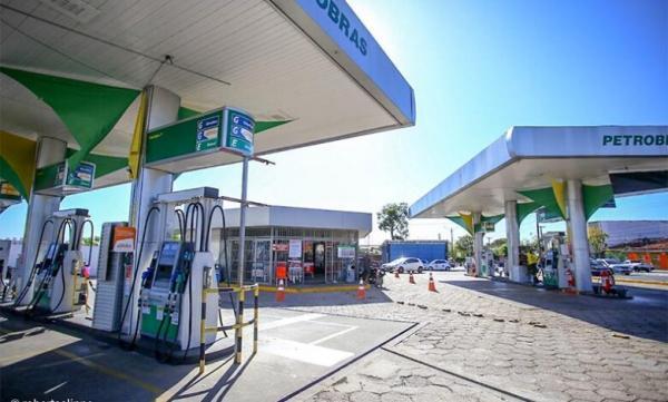 Petrobras anuncia reajuste da gasolina e do gás de cozinha em 7,2% nas refinarias